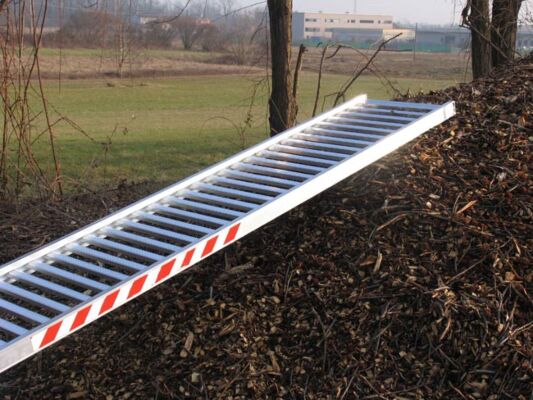 Skip ramp anti-slip surface