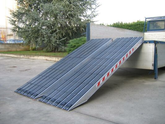 Ramps for steel tracks with rubber coating