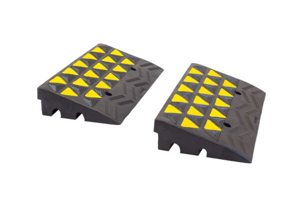 Pair of rubber kerb ramps with reflective grip