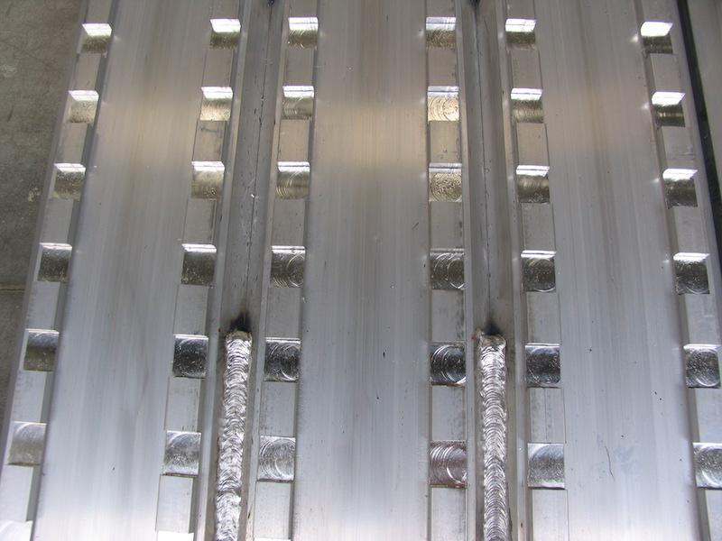 Auffahrrampen mit gefräster Oberfläche für Stahlketten